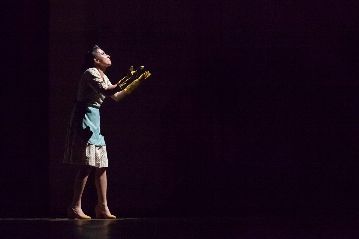 """Espetáculo de abertura do 30º Fitub, """"UZ"""", da La Vaca Companhia de Artes Cênicas (Florianópolis), divertiu a plateia do Grande Auditório do Teatro Carlos Gomes"""